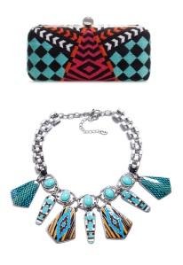 Collar y bolso de Zara estampado western. (www.zara.com)