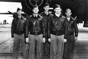 Aviadores con Bomber Jacket de piel (www.classicflightbag.com)