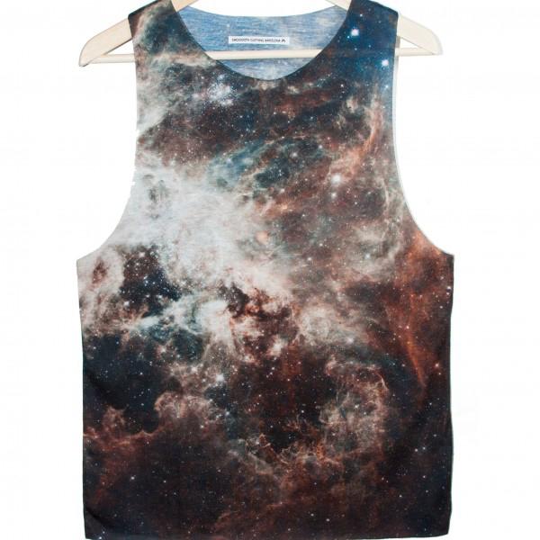 Camiseta con estampado de galaxias (www.smoooothclothing.com).