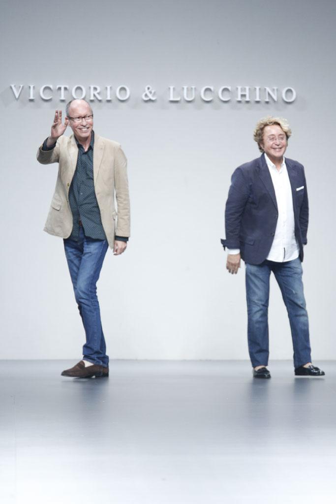 Victorio&Lucchino después de enseñar su nueva colección. Pasarela MBFWM 2013. (www.vogue.com).