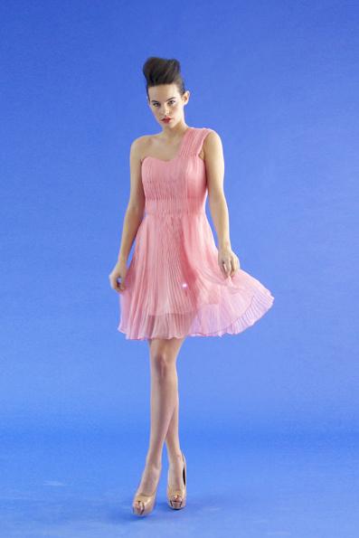K-dress en tono rosa con iluminación sencilla. www.cutecircuit.com