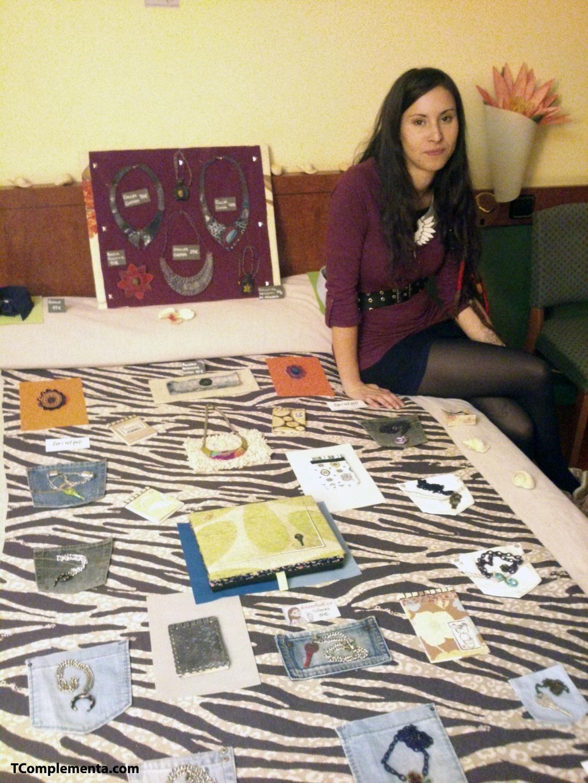 Angi López, diseñadora de Hate'n'love posando para TComplementa - Fotografía de Ismael Pérez Arana.