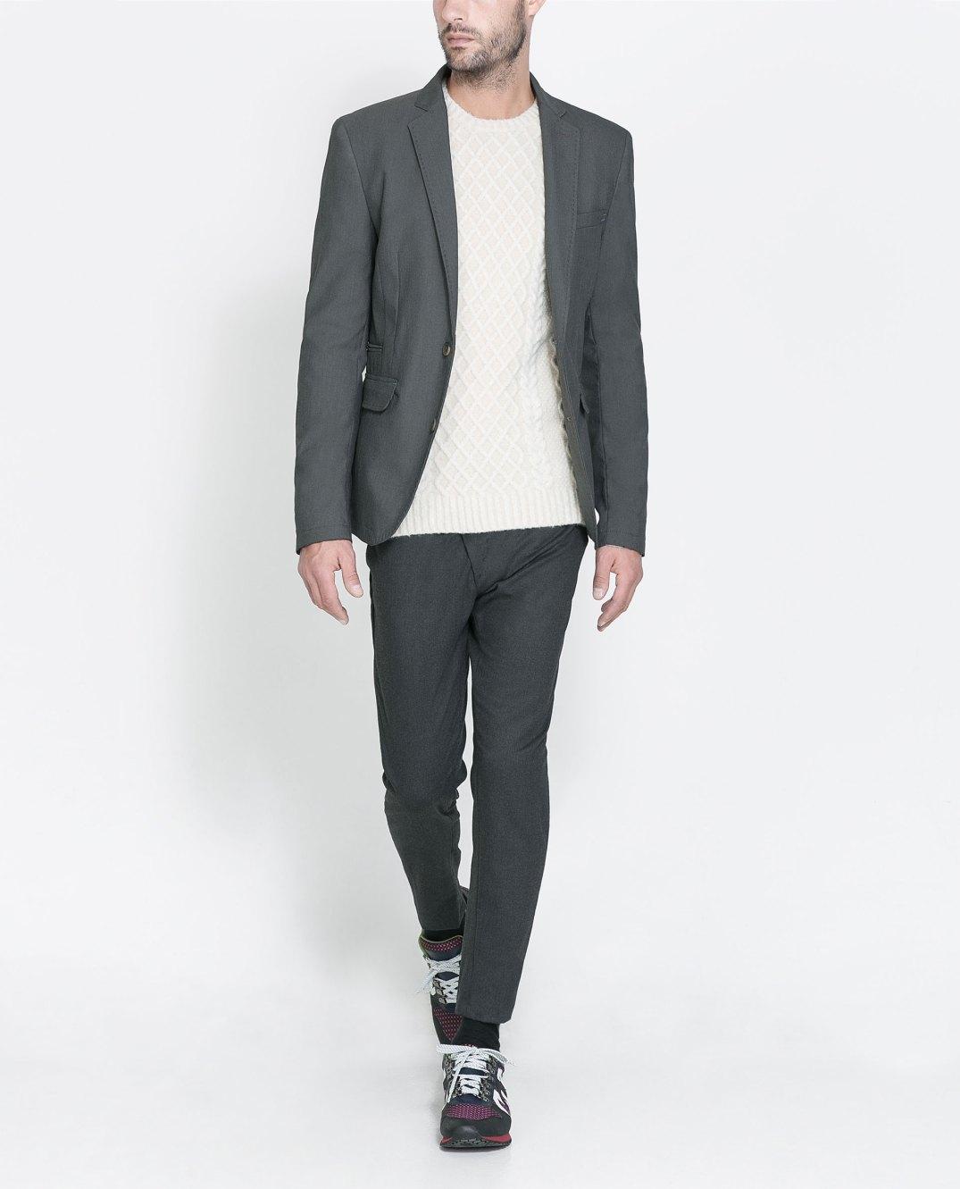 Sneakers tipo New Balance combinadas con traje - Fotografía de Zara.com