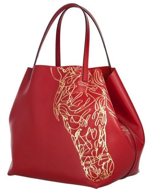 Bolso de Carolina Herrera. Rojo y dorado con print de caballo.