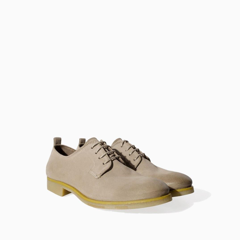 Zapatos Blucher de ante con detalle amarillo en la suela de Zara