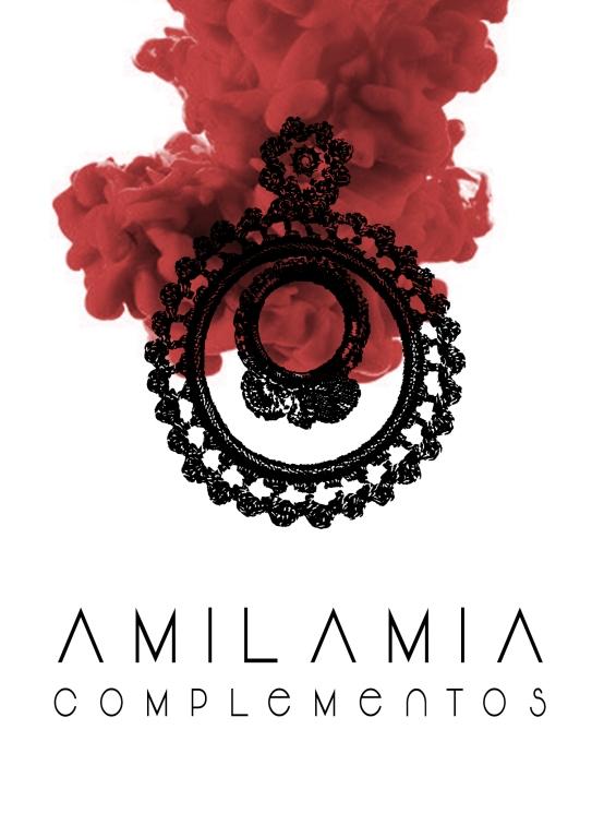 LOGOTIPO E IMAGEN DE LA MARCA AMILAMIA COPLEMENTOS. PENDIENTES, COLLARES, PEINETAS Y MANTILLAS DE FLAMENCA.