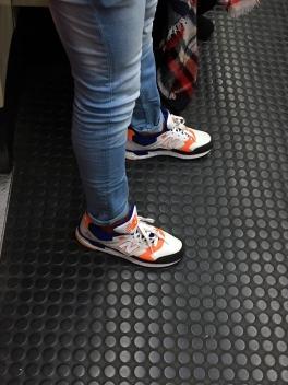 Metro Madrid - Línea 1 - Las zapatillas New Balance siguen siendo un Must Have