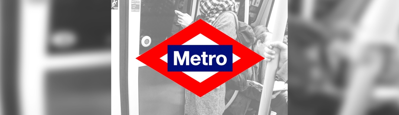 Moda y complementos de Madrid en el Metro. fotografía: Ismael Pérez Arana.